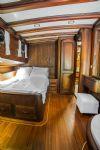 Wicked Felina Yacht, Double Cabin.